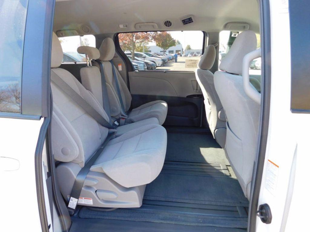 2017 Toyota Sienna LE FWD 8-Passenger - 16969474 - 10