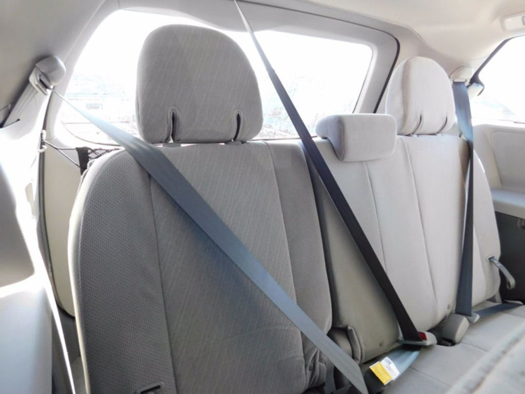2017 Toyota Sienna LE FWD 8-Passenger - 16969474 - 11