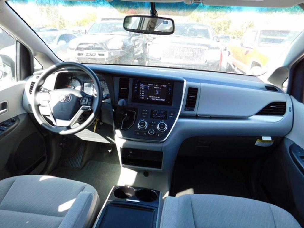 2017 Toyota Sienna LE FWD 8-Passenger - 16969474 - 12
