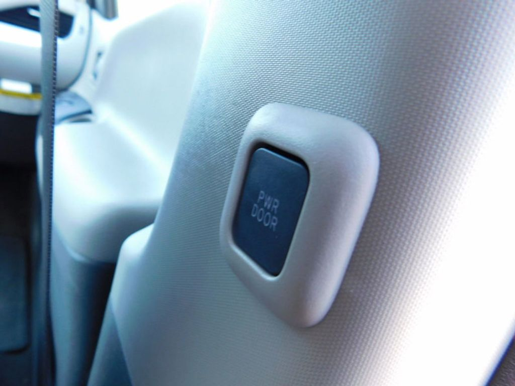 2017 Toyota Sienna LE FWD 8-Passenger - 16969474 - 13