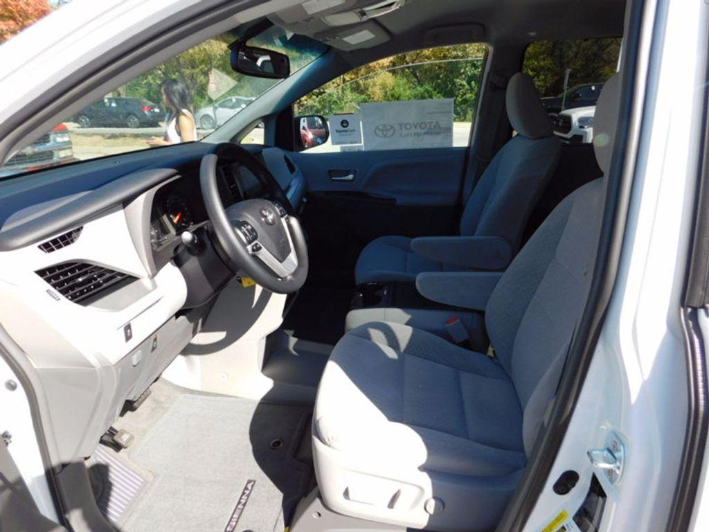 2017 Toyota Sienna LE FWD 8-Passenger - 16969474 - 14