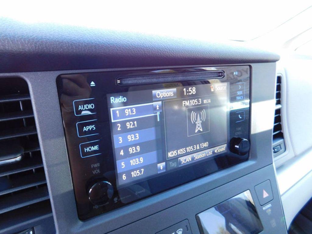 2017 Toyota Sienna LE FWD 8-Passenger - 16969474 - 16