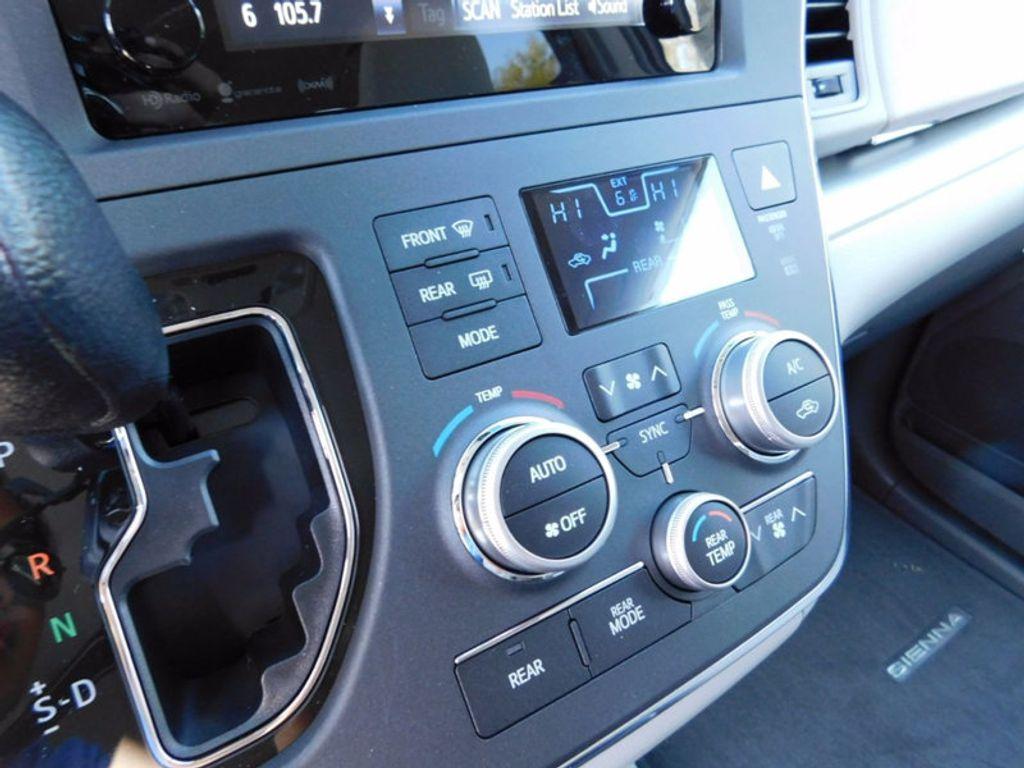 2017 Toyota Sienna LE FWD 8-Passenger - 16969474 - 17