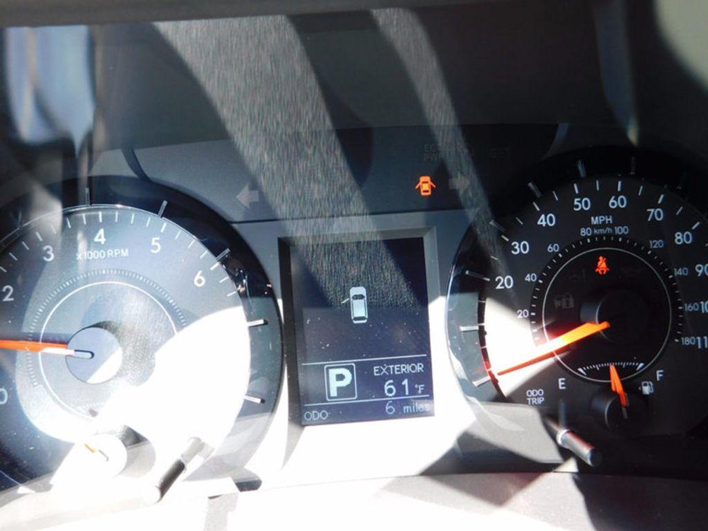 2017 Toyota Sienna LE FWD 8-Passenger - 16969474 - 19