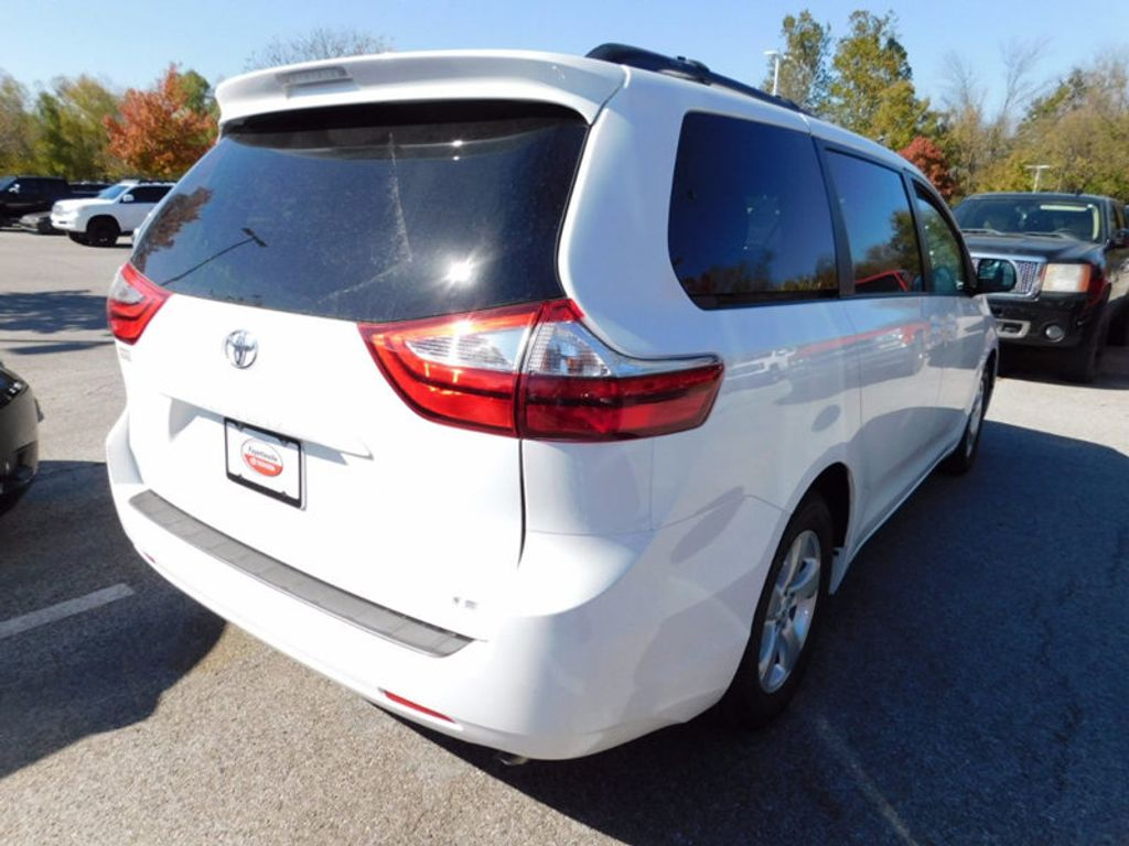 2017 Toyota Sienna LE FWD 8-Passenger - 16969474 - 2
