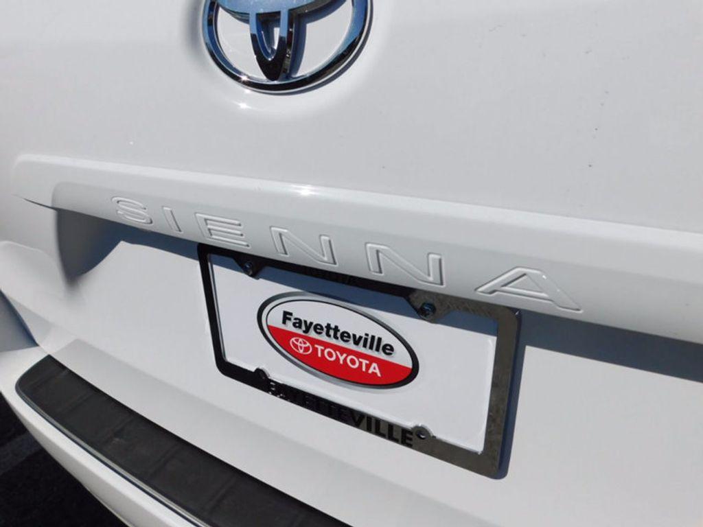 2017 Toyota Sienna LE FWD 8-Passenger - 16969474 - 4