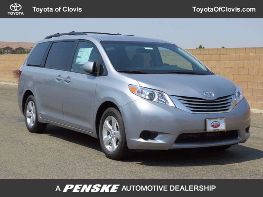 2017 Toyota Sienna LE FWD 8-Passenger - 16688935 - 0