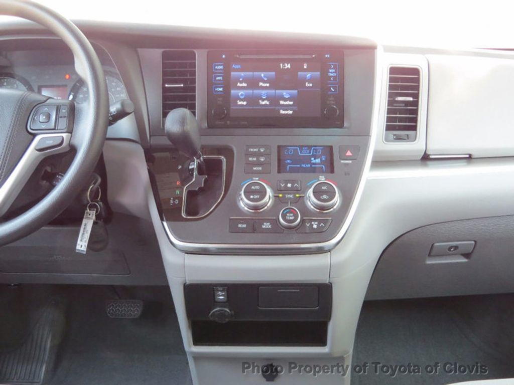 2017 Toyota Sienna LE FWD 8-Passenger - 16688935 - 11