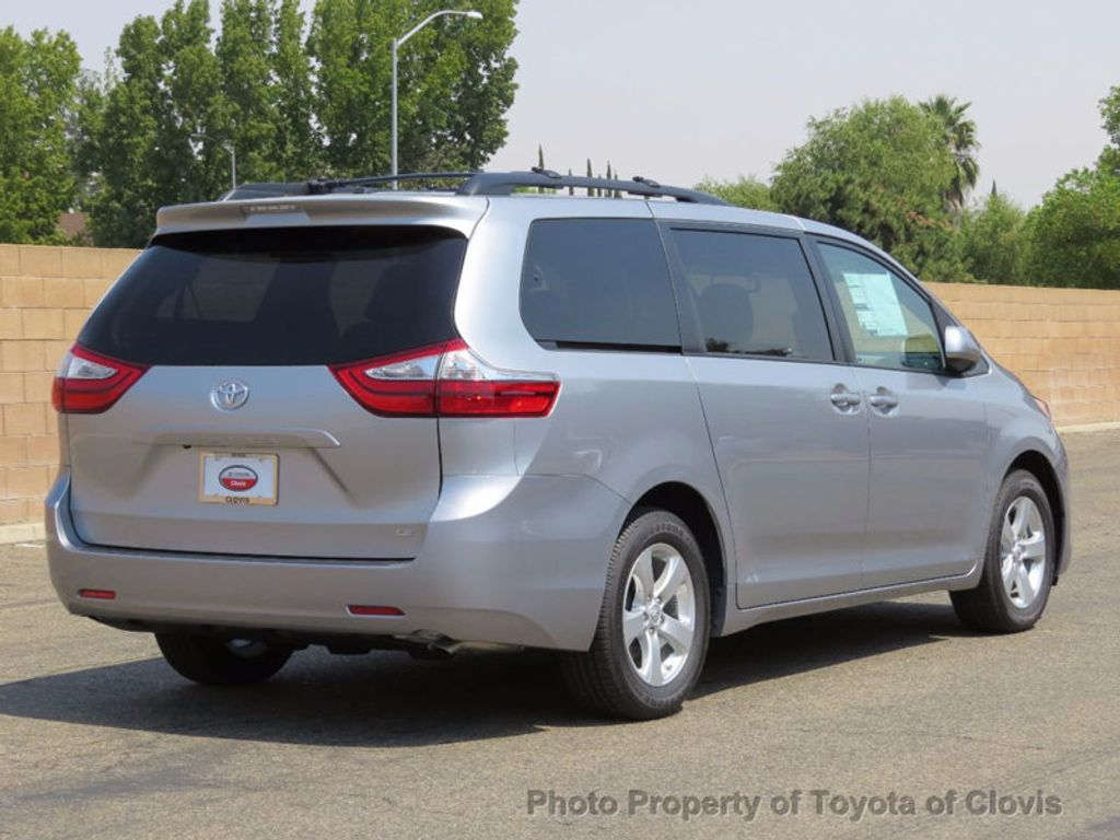 2017 Toyota Sienna LE FWD 8-Passenger - 16688935 - 2