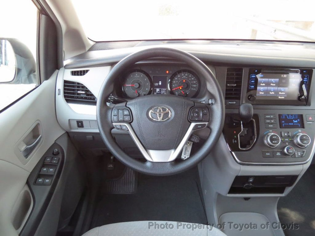 2017 Toyota Sienna LE FWD 8-Passenger - 16688935 - 7