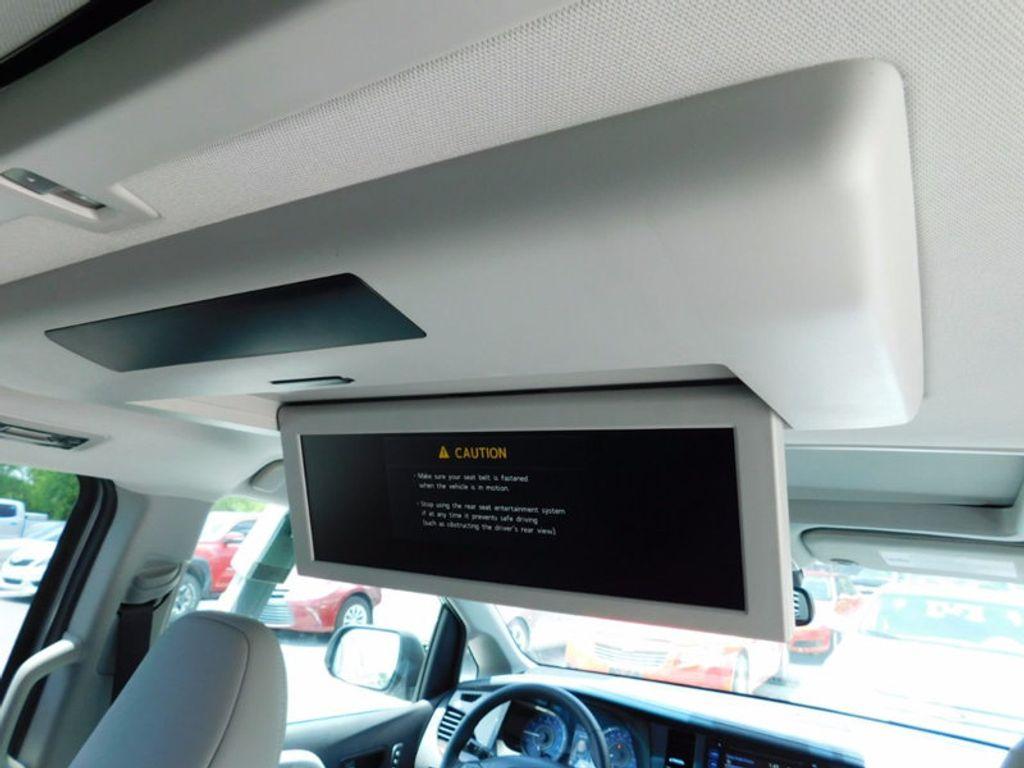 2017 Toyota Sienna Limited Premium FWD 7-Passenger - 16496559 - 13