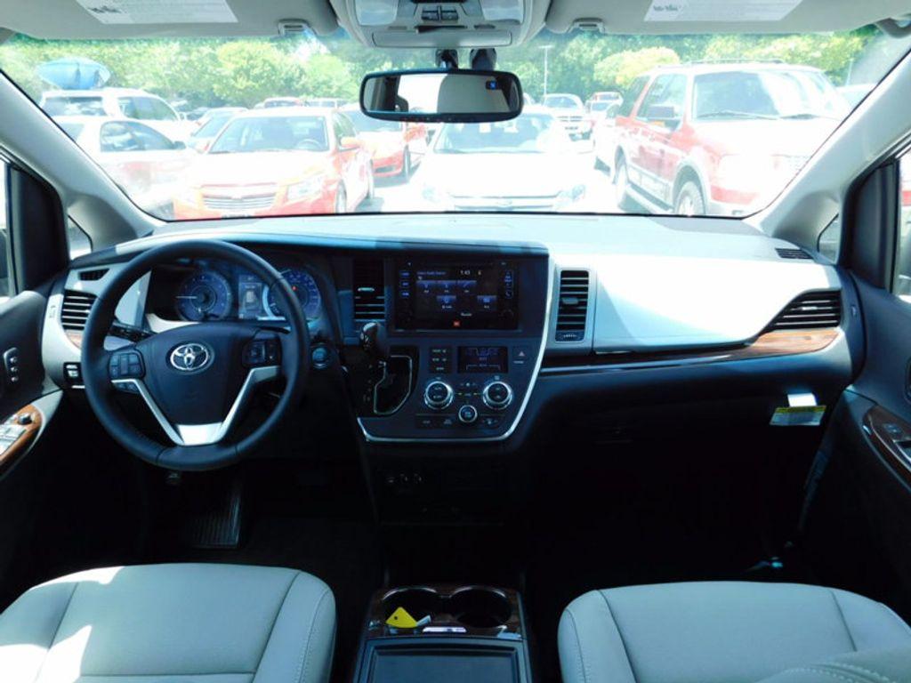 2017 Toyota Sienna Limited Premium FWD 7-Passenger - 16496559 - 16