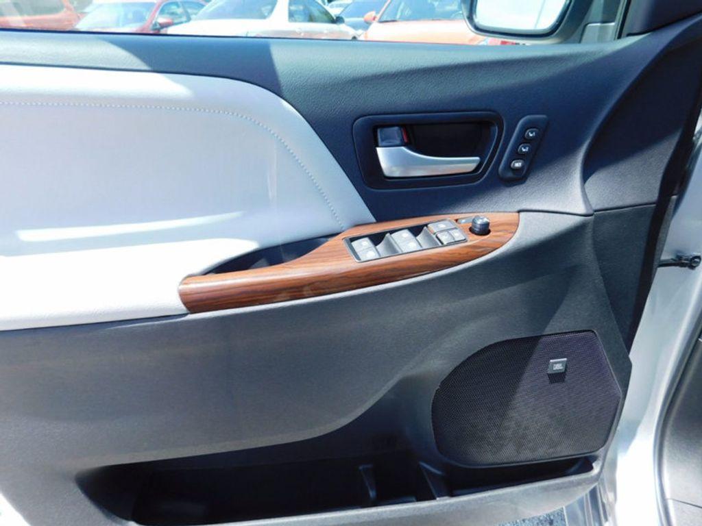 2017 Toyota Sienna Limited Premium FWD 7-Passenger - 16496559 - 19