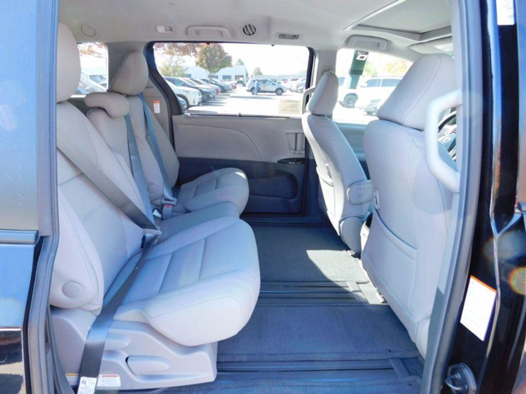 2017 Toyota Sienna XLE FWD 8-Passenger - 16983420 - 9