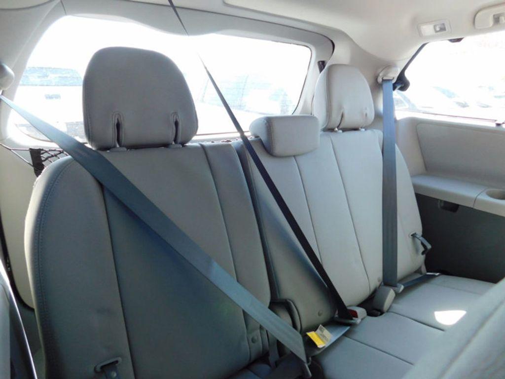 2017 Toyota Sienna XLE FWD 8-Passenger - 16983420 - 10