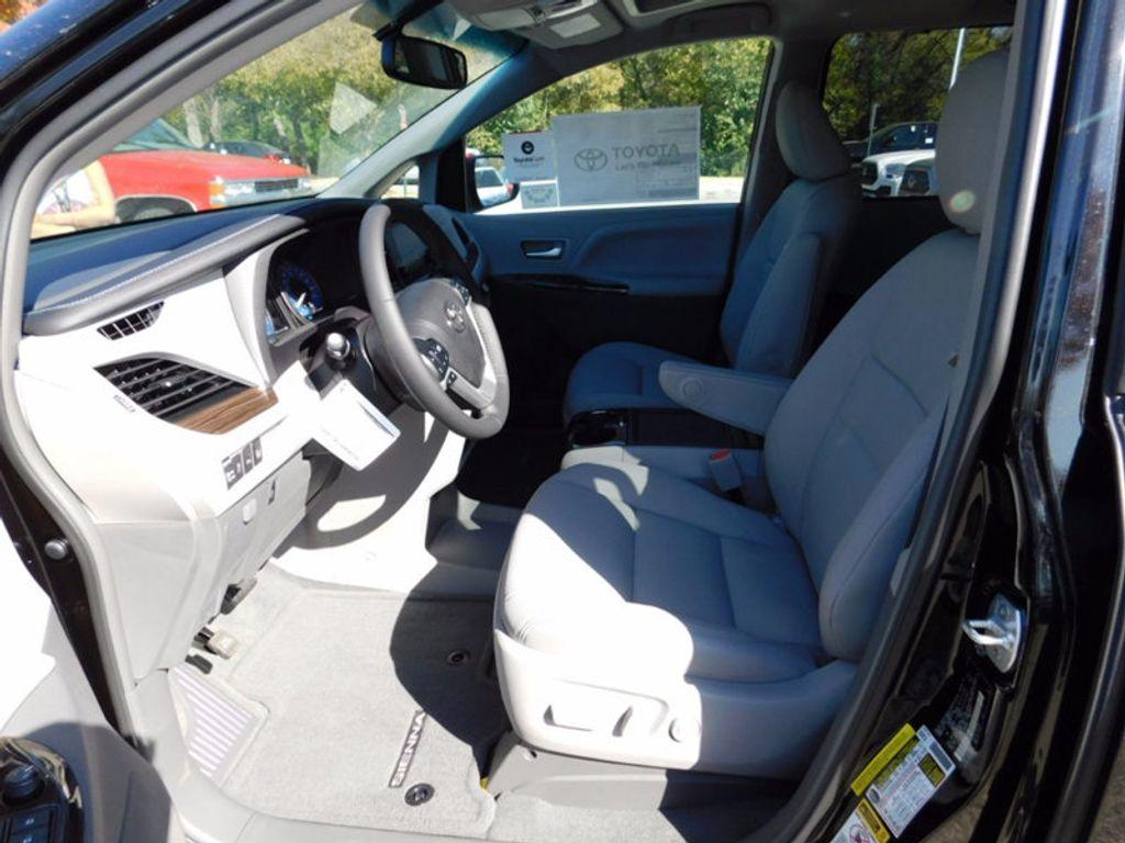 2017 Toyota Sienna XLE FWD 8-Passenger - 16983420 - 12