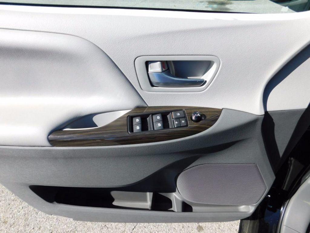 2017 Toyota Sienna XLE FWD 8-Passenger - 16983420 - 14