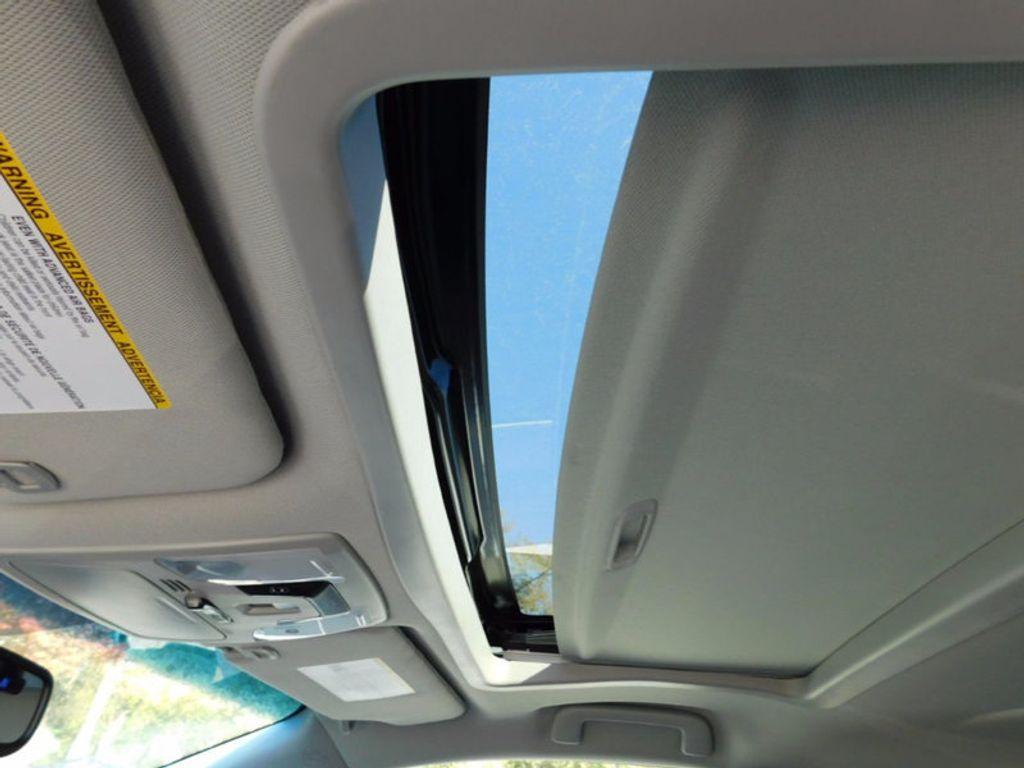 2017 Toyota Sienna XLE FWD 8-Passenger - 16983420 - 15