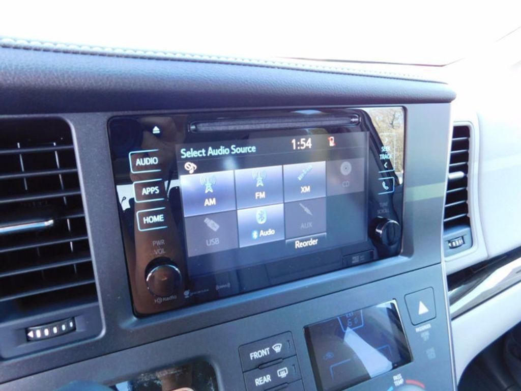 2017 Toyota Sienna XLE FWD 8-Passenger - 16983420 - 17