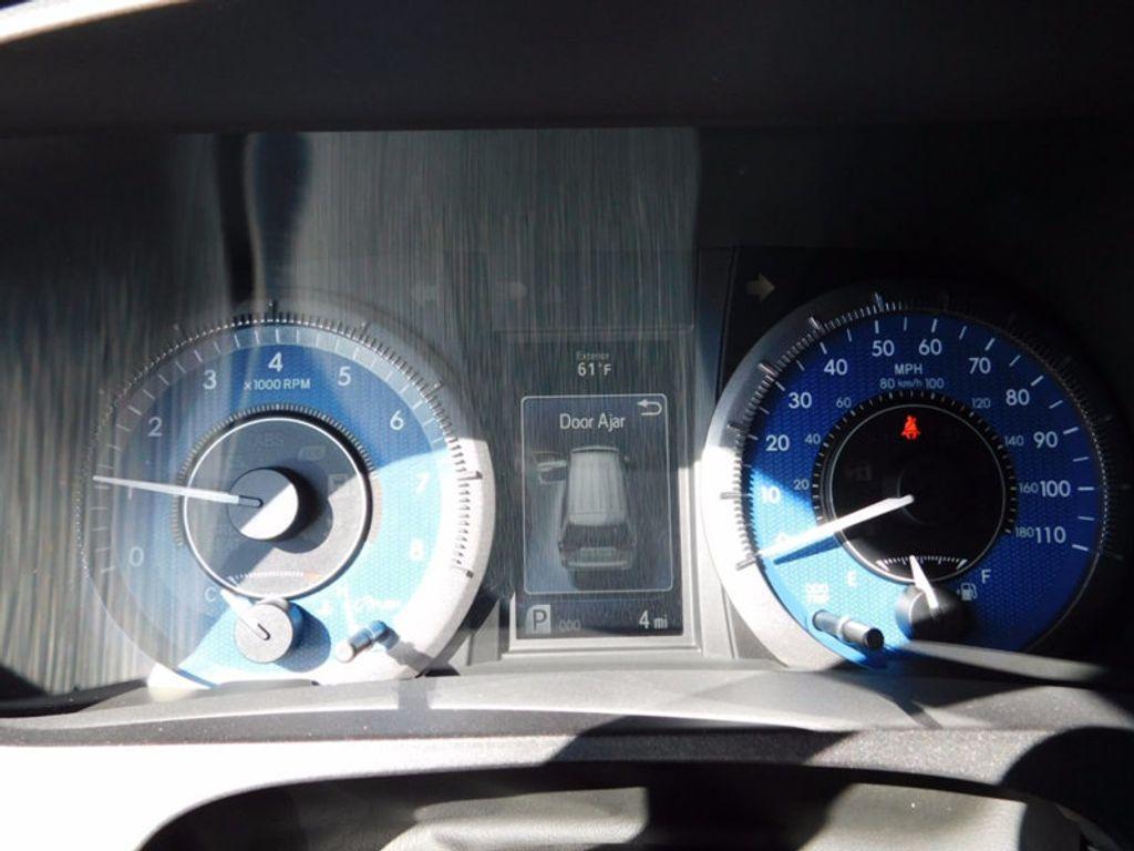2017 Toyota Sienna XLE FWD 8-Passenger - 16983420 - 21