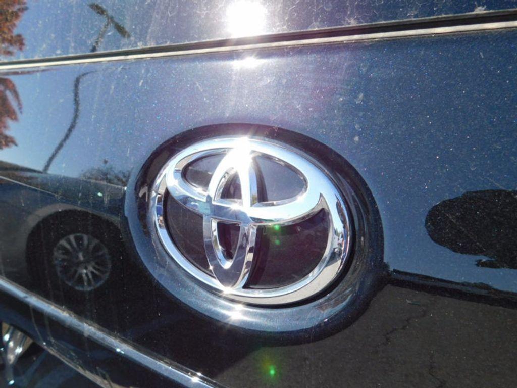 2017 Toyota Sienna XLE FWD 8-Passenger - 16983420 - 3