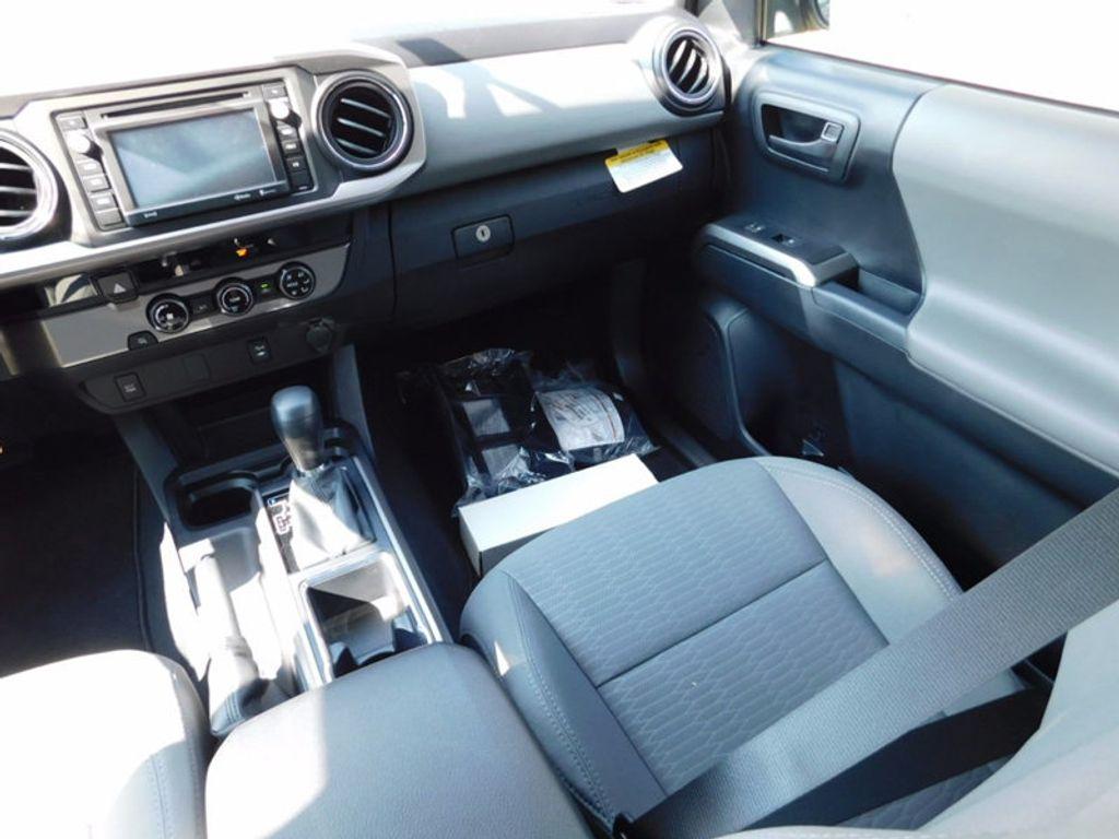 2017 Toyota Tacoma SR5 Double Cab 5' Bed V6 4x2 Automatic - 16888472 - 11