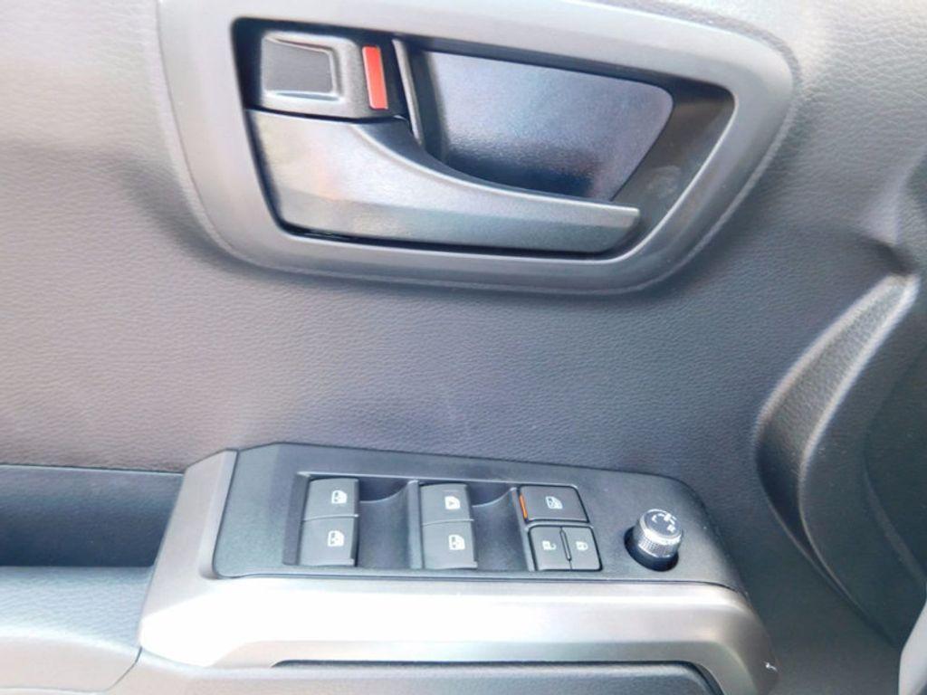 2017 Toyota Tacoma SR5 Double Cab 5' Bed V6 4x2 Automatic - 16888472 - 14