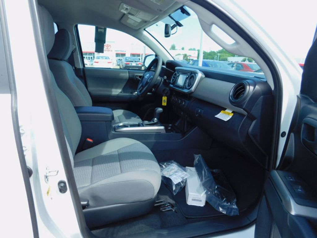 2017 Toyota Tacoma SR5 Double Cab 5' Bed V6 4x4 Automatic - 16516415 - 10