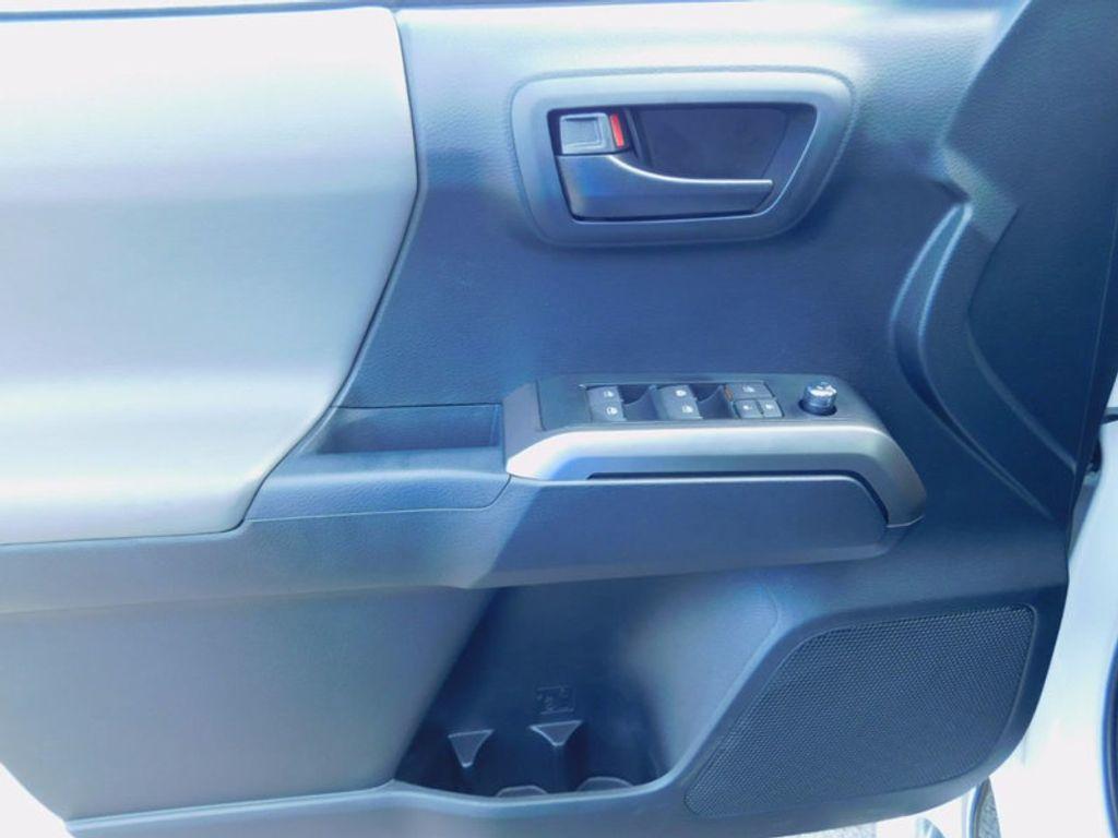 2017 Toyota Tacoma SR5 Double Cab 5' Bed V6 4x4 Automatic - 16516415 - 17