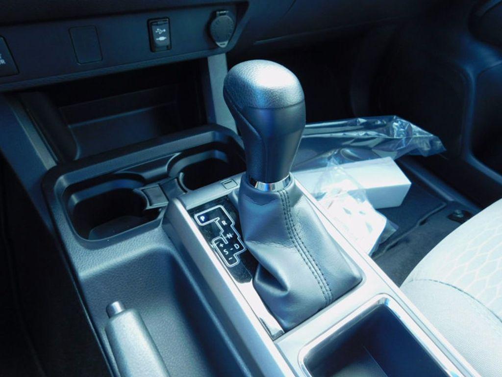 2017 Toyota Tacoma SR5 Double Cab 5' Bed V6 4x4 Automatic - 16516415 - 20
