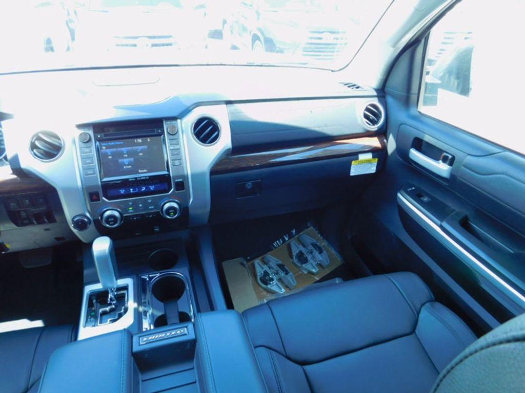 2017 Toyota Tundra 4WD Limited CrewMax 5.5' Bed 5.7L FFV - 16359657 - 11