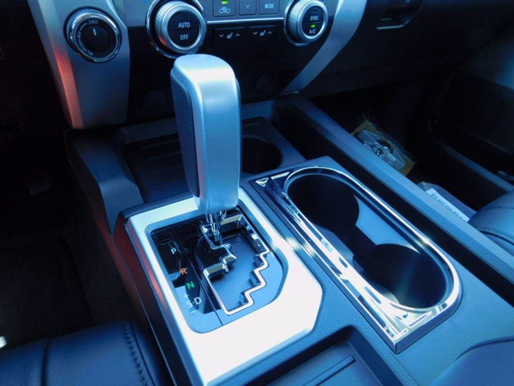 2017 Toyota Tundra 4WD Limited CrewMax 5.5' Bed 5.7L FFV - 16359657 - 18