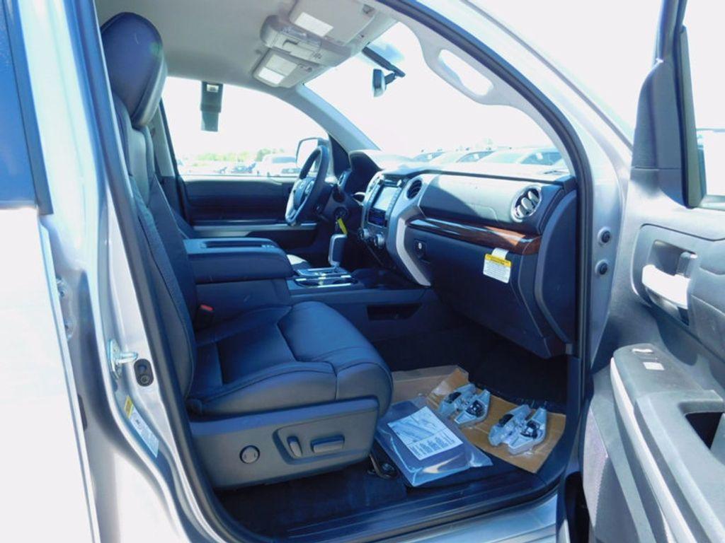 2017 Toyota Tundra 4WD Limited CrewMax 5.5' Bed 5.7L FFV - 16359657 - 8
