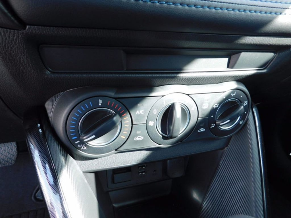 2017 Toyota Yaris iA Automatic - 16727719 - 14
