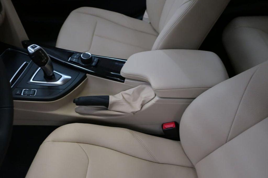 2018 BMW 3 Series 320i - 16954636 - 31