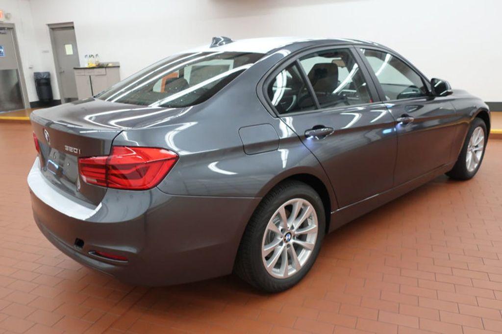 2018 BMW 3 Series 320i - 16959046 - 3