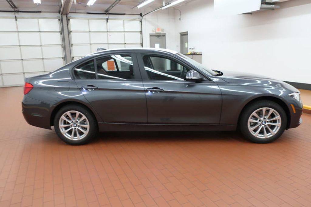2018 BMW 3 Series 320i - 16959046 - 4