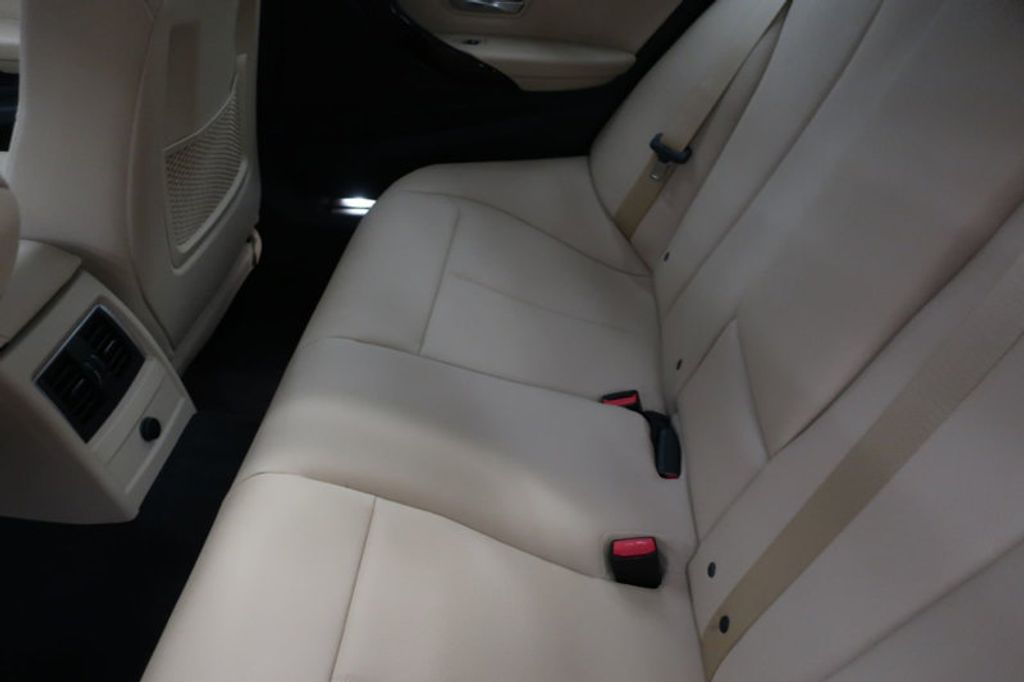 2018 BMW 3 Series 320i - 17176000 - 24