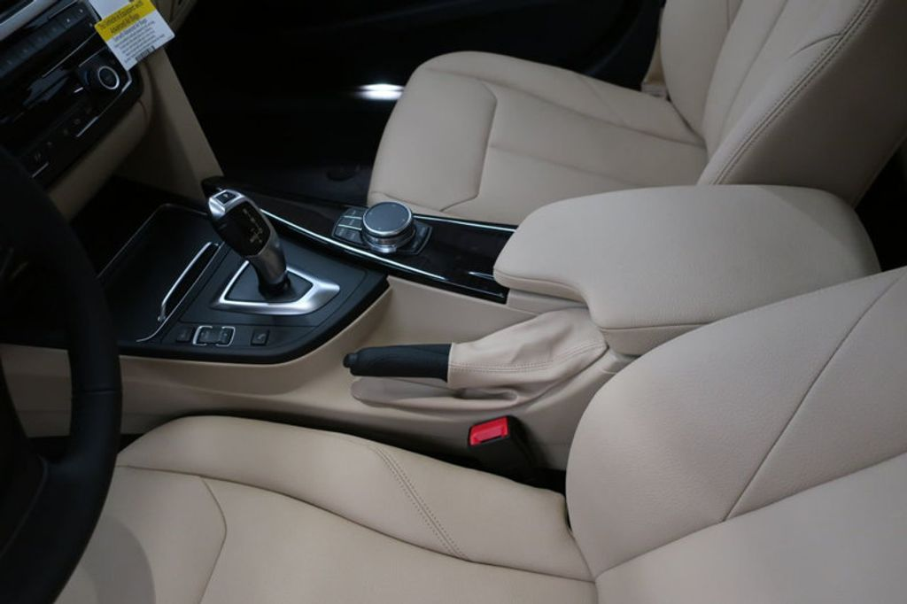 2018 BMW 3 Series 320i - 17176000 - 30