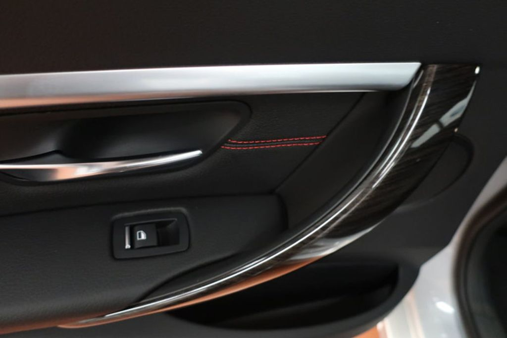 2018 BMW 3 Series 330i - 16904553 - 19
