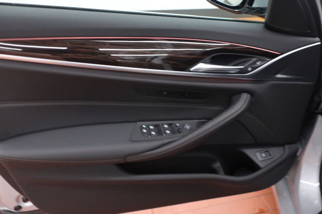 2018 BMW 5 Series 530i - 17063247 - 9