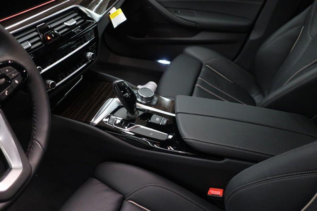 2018 BMW 5 Series 530i - 17063247 - 28