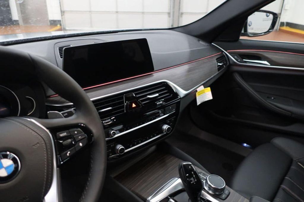 2018 BMW 5 Series 530i - 17172131 - 30
