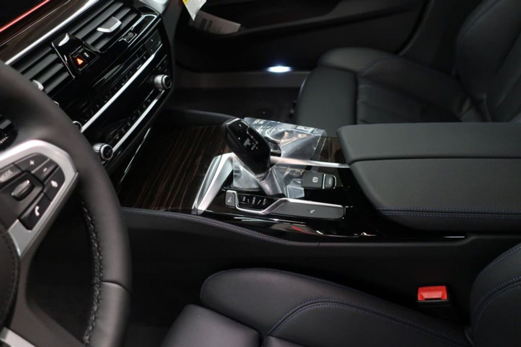 2018 BMW 5 Series 540i - 17118094 - 29