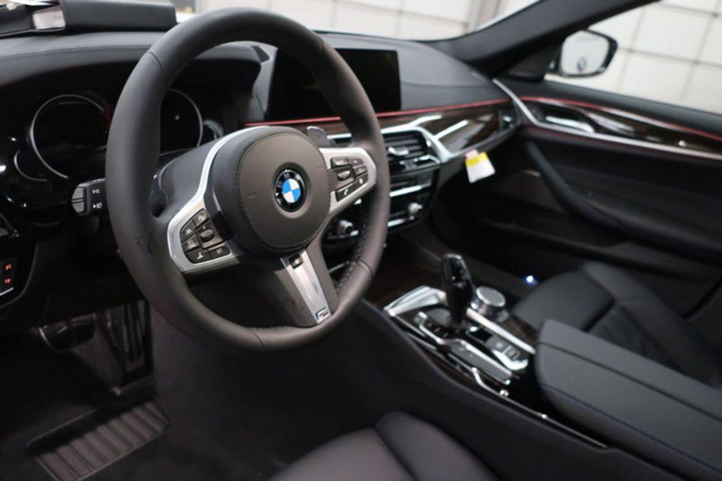 2018 BMW 5 Series 540i - 17208755 - 29