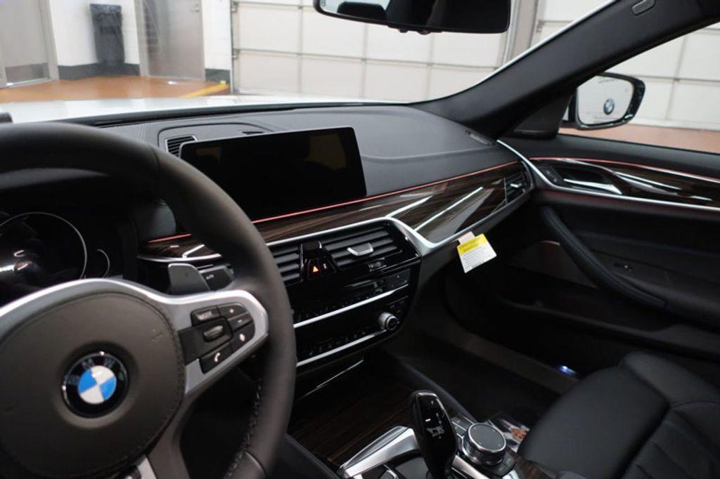 2018 BMW 5 Series 540i - 17208755 - 31