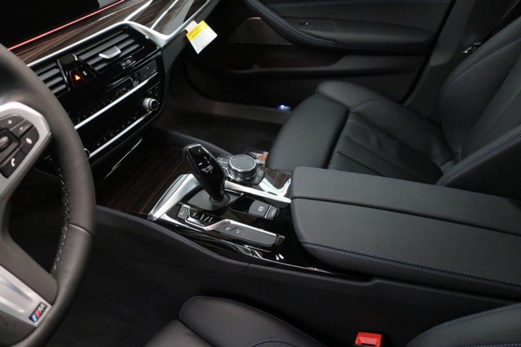2018 BMW 5 Series 540i - 17208755 - 32