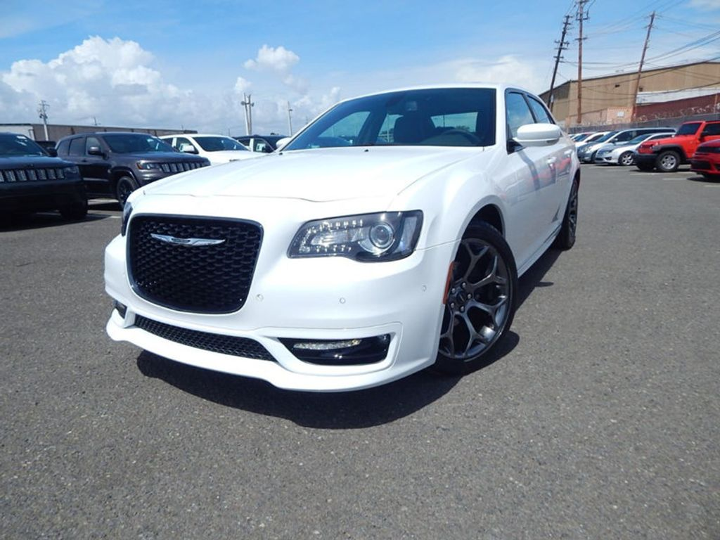 2018 Chrysler 300 S - 17760946 - 0