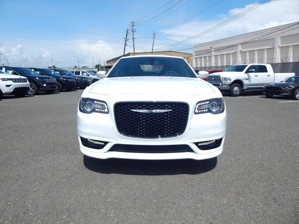 2018 Chrysler 300 S - 17760946 - 1
