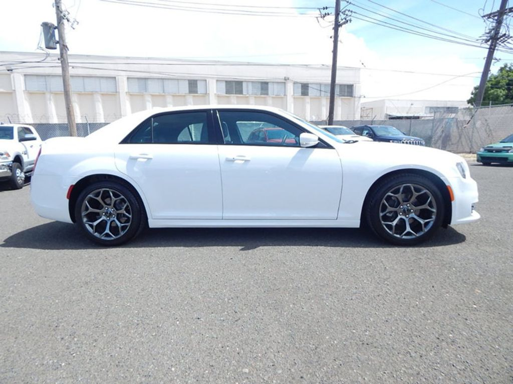 2018 Chrysler 300 S - 17760946 - 3